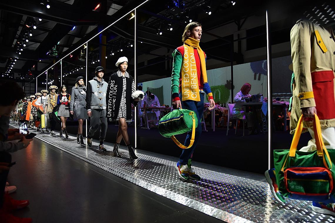 Моделите на Benetton дефилираха край машините и работниците от фабриката на модния гигант, който откри седмицата на модата в Милано