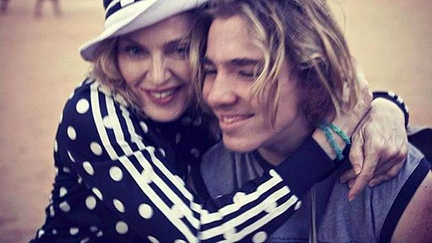 Синът на Мадона я заличи и не иска да я вижда