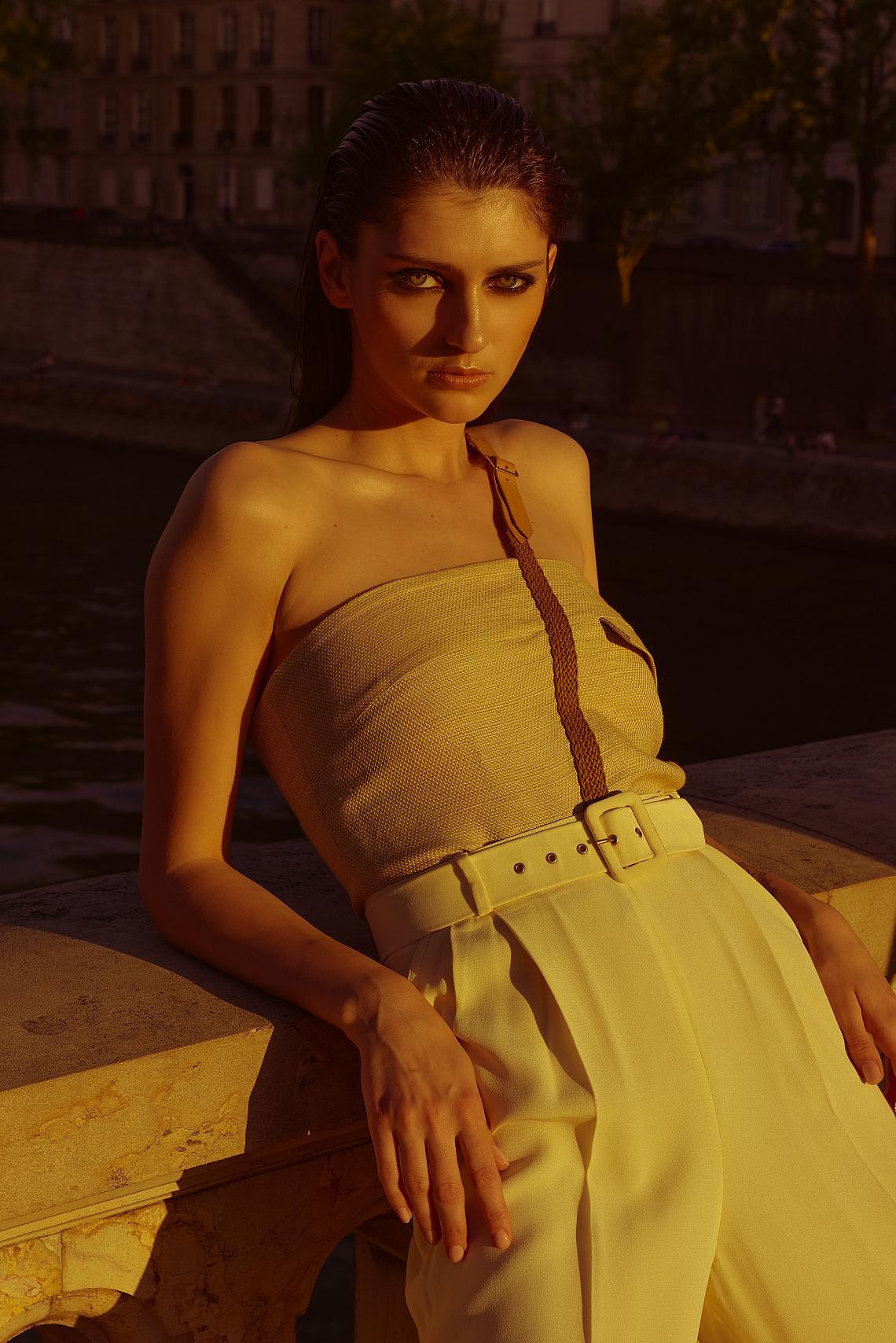 "<p>Топ Célia Darling Vintage, панталони Christian Dior, обувки Célia Darling Vintage</p><p><br></p><p>Фотографии Mathieu Puga, <a href=""https://www.instagram.com/mathieu_puga/"">https://www.instagram.com/mathieu_puga/</a>; стилист Fifivintage, <a href=""https://www.instagram.com/fifivintage/"">https://www.instagram.com/fifivintage/</a>; коса и грим Kasia Furtak, <a href=""https://www.instagram.com/kasiafurtak/"">https://www.instagram.com/kasiafurtak/</a>; модел Sasha Rudakova, <a href=""https://www.instagram.com/sasha__rudakova/"">https://www.instagram.com/sasha__rudakova/</a>; @Karin Models</p>"