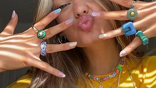 Микротренд: весел маникюр и много пластмасови пръстени