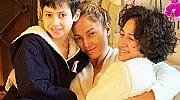Закуска в леглото и подаръци: как Дженифър Лопес празнува с децата си