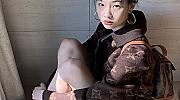 """Хо Йон Чун от """"Игра на калмари"""" разкрива как да комбинирате палтото тази есен"""