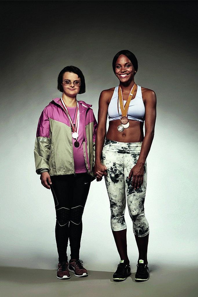 """Параолимпийката със синдром на Даун – Йорданка Райнова и младата надежда на българския спорт Карин Околие – кадър от проекта """"Различните""""."""