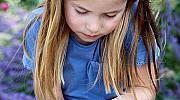 Каква красота: Кейт Мидълтън публикува снимка на дъщеря си с пеперуди