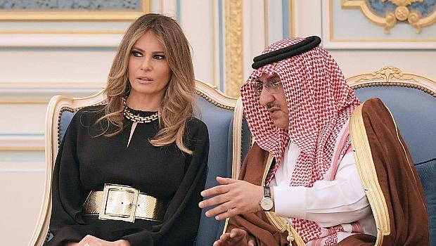Мелания Тръмп без шал на главата в Саудитска Арабия
