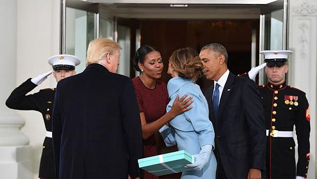Мишел Обама, най-накрая разкри, какво й подари Мелания Тръмп от Tiffany's в деня на инаугурацията