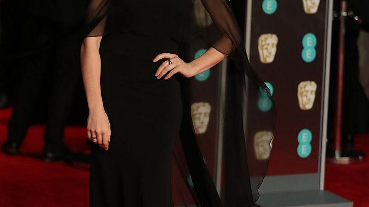 "Дрескод ""черно"" на червения килим на BAFTA"