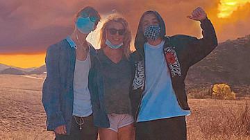Бритни Спиърс сподели рядка снимка със синовете си