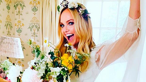 На седмото небе: Ема Бънтън сподели снимки от сватбата си