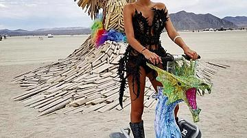 Колоритните звездни визии на фестивала Burning Man