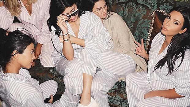 Ким Кардашиян облече всички по пижами за бебешкото си парти