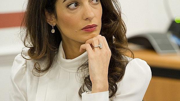 Амал Клуни реши - сваля годежния си пръстен със 7-каратов диамант