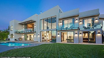 Домът на Джон Леджънд и Криси Тейген в Лос Анджелис