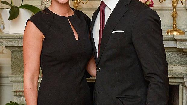 Красивият шведски принц ще става баща