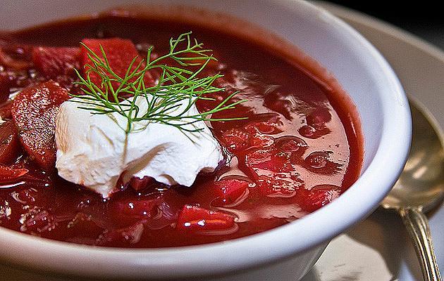 БОРШ / Зеле, кореноплодни и гъст зеленчуков бульон – зимната супа трябва да е гореща и с месо.