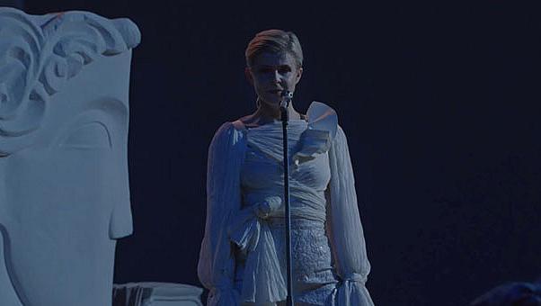 Никола Геские създаде костюмите за новото видео на Робин