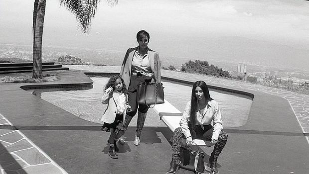 Три поколения Кардашян позират за Fendi