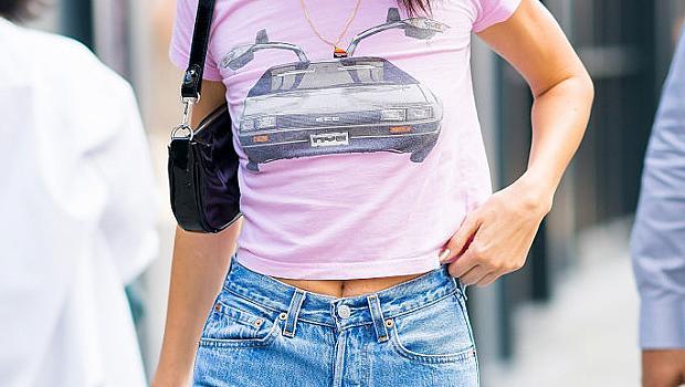 Кендал Дженър в street style визия от 90-те