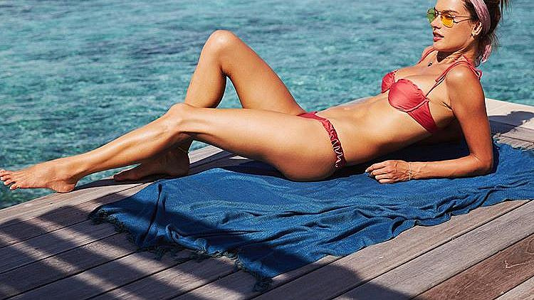 Алесандра Амброзио на почивка на Малдивите