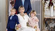 Принцеса Шарлийн и дъщеря й вече са с еднакви прически
