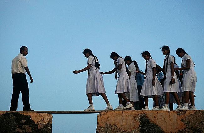 Път върху дъска, опъната между две стени, построени през 16 век, Форт Гала, Индия