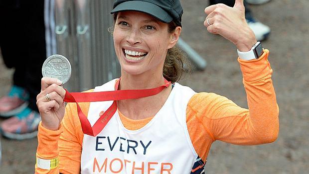 Кристи Търлингтън спечели бас по време на маратона в Лондон