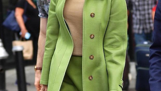 Амал Клуни в перфектнoто зелено на Burberry