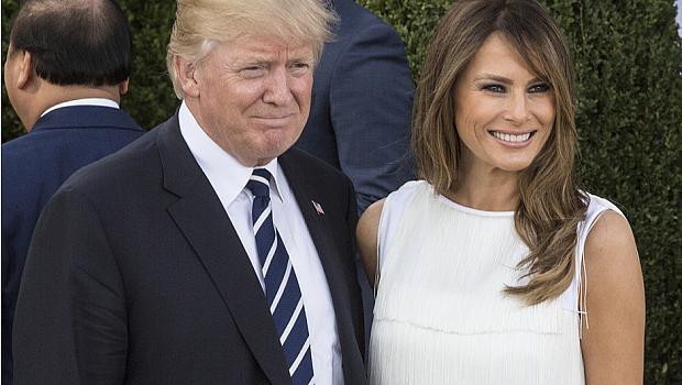 И изведнъж, Мелания Тръмп започна да се усмихва...