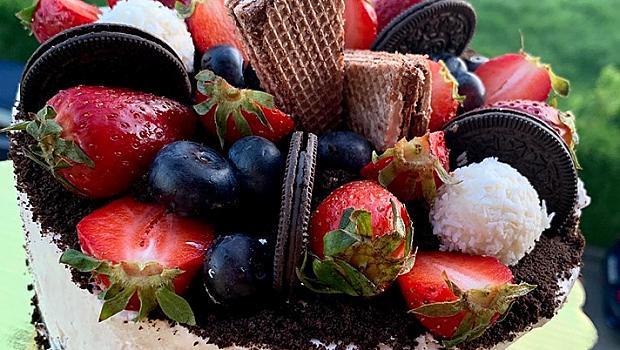 Торта с маскарпоне и горски плодове