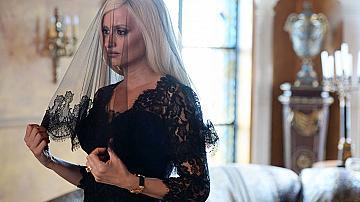 Нови кадри с Пенелопе Крус като Донатела Версаче