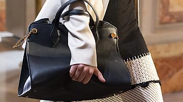 Черните дамски чанти, без които не можем