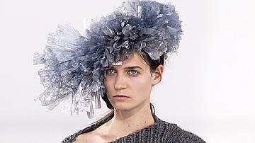 Най-странните шапки, които създадоха дизайнерите