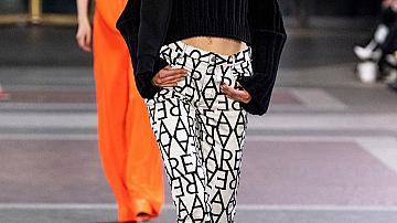 Топлият пуловер и дългият панталон са тренди комбинация за зима 2020!