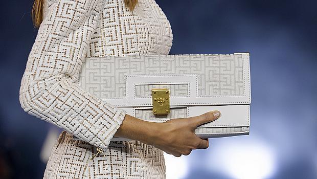 Залагаме на чанта в бял цвят, за да се откроим: 18 елегантни дизайнерски модела