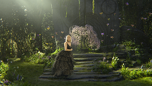 Биби Рекса показа клипа към саундтрака на Господарка на злото