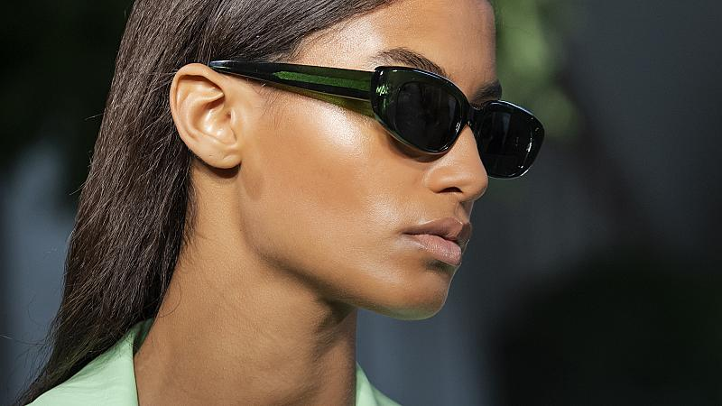 15 стилни модела слънчеви очила от пролетно-летните колекции за 2021