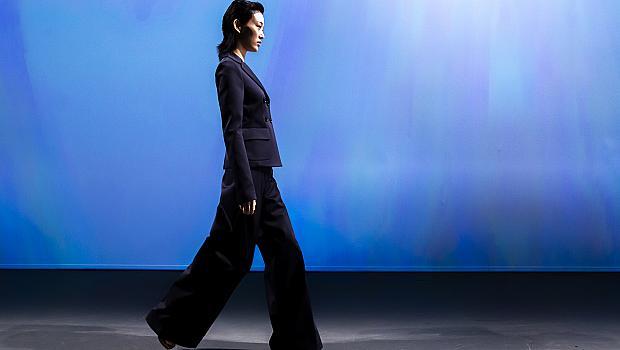 25 причини да се облечете с черен панталон
