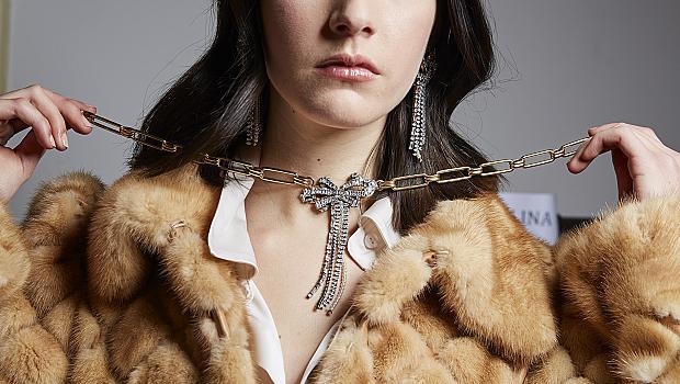Колиета като за кралица: 10 луксозни модела от колекции есен-зима 2021/2022