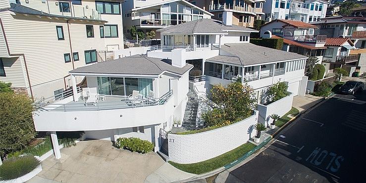 Къщата на Уорън Бъфет на плажа Лагуна Бийч в Калифорния днес се продава за 11 милиона долара.
