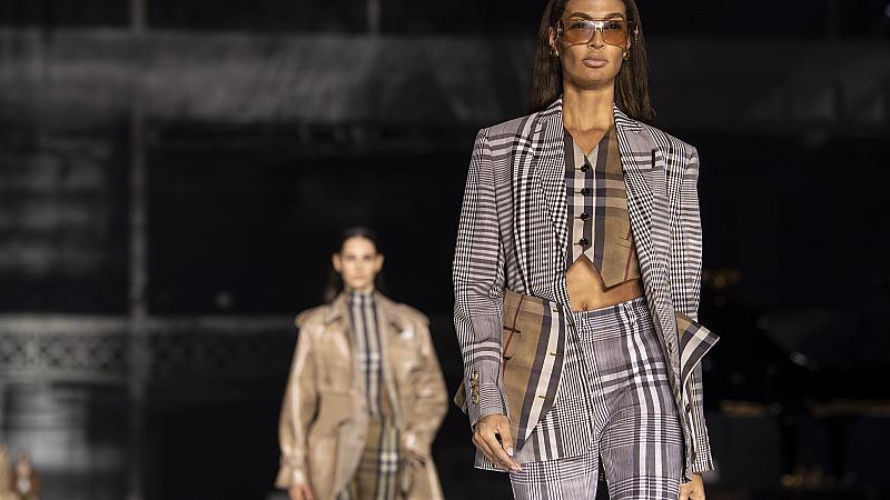 Ето как да носим карето, за да бъдем стилни: 20 тоалета от модния подиум