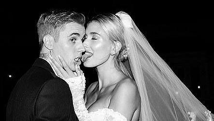 Личен архив: Хейли Бийбър показа сватбена снимка, която още никой не е виждал