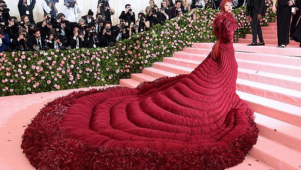 Най-екстремните модни бележки, които някога са виждани на Met Gala
