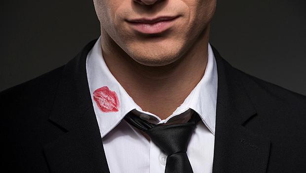 8 признака, по които да познаете дали той ви изневерява