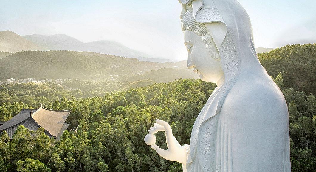 76-метрова статуя на богинята на милосърдието Гуан Ин