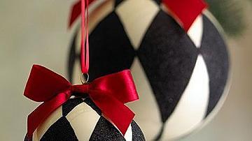 Коледна украса в черно