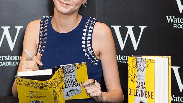 Кара Делевин дебютира като писател