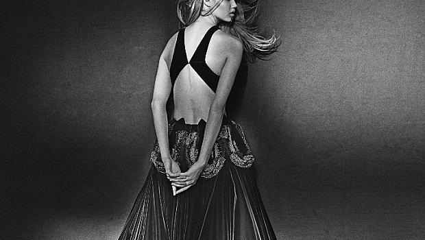 Модните творения на Alaia пред обектива на Питър Линдберг