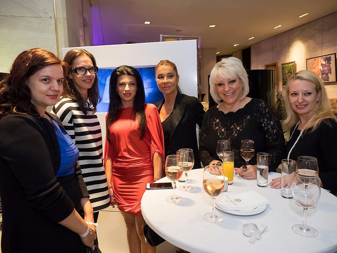 Сред гостите бяха Мария Георгиева - главен редактор на ELLE България, певицата Мария Грънчарова и телевизионната водеща Диляна Маринова - Джуджи