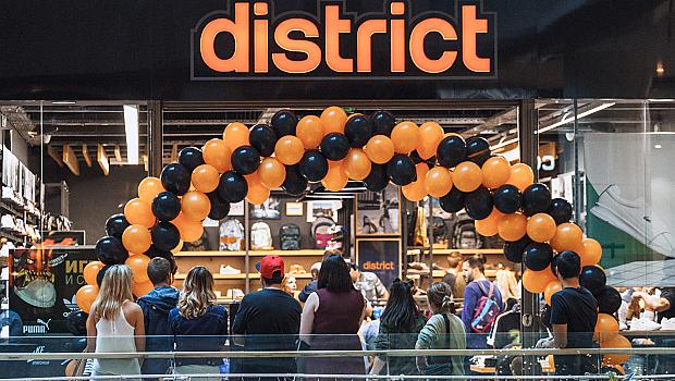 District - новият магазин за кецове, спортни и ежедневни обувки в Paradise Center