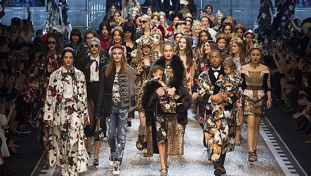 Десетки знаменитости присъстваха на ревюто на Dolce&Gabbana в Милано